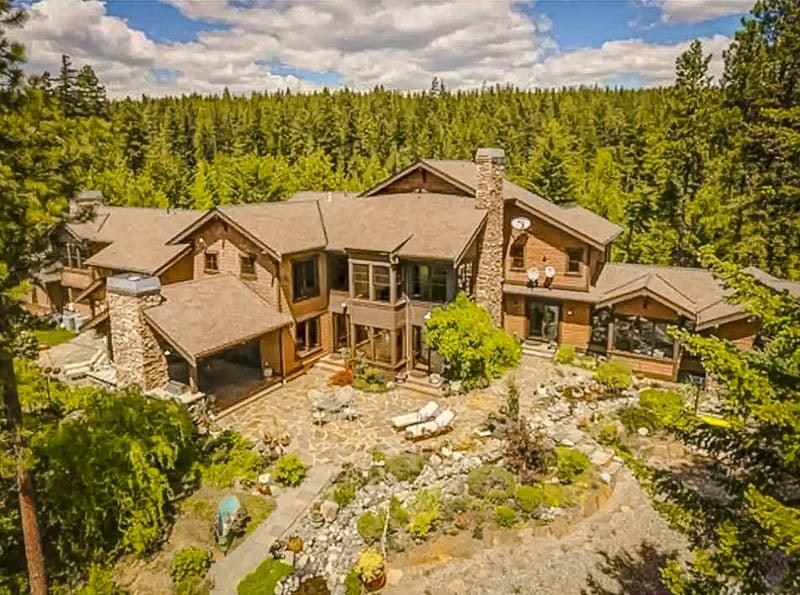 Grandiose estate for rent in Washington State.