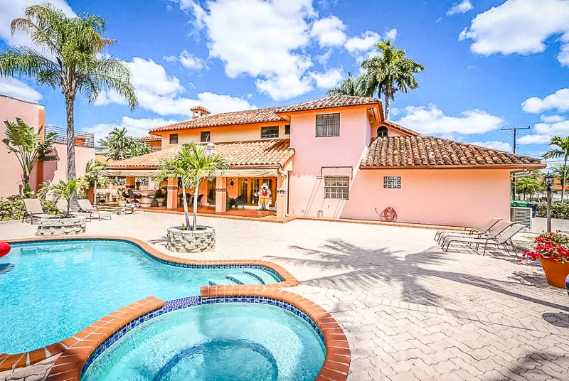A unique Airbnb mansion in Miami, Florida