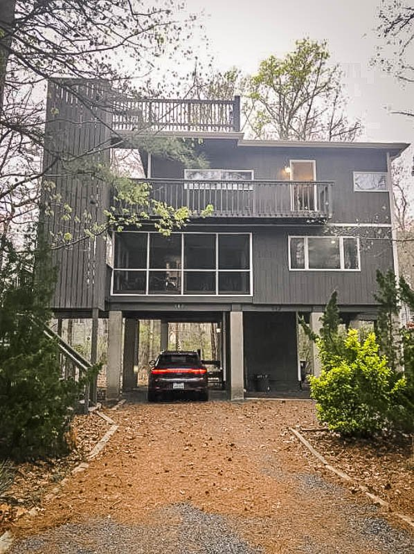 A top Airbnb treehouse rental in Maryland.