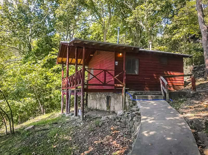 A top lakeside cabin rental in Lake of the Ozarks