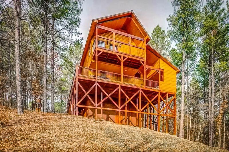 This rental home is among the coolest Airbnb treehouses in Broken Bow, OK.
