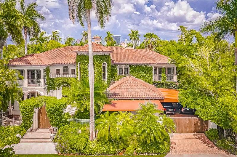 A luxury Airbnb mansion near Miami (Fort Lauderdale, FL)