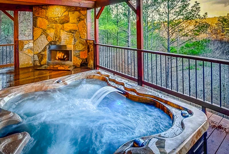Jacuzzi with sweeping vistas.
