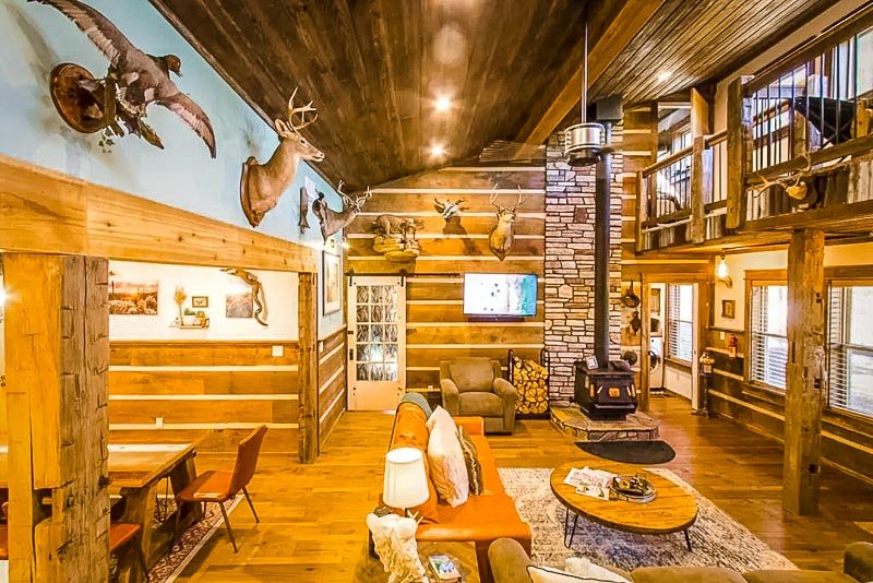Rustic and authentic cabin décor