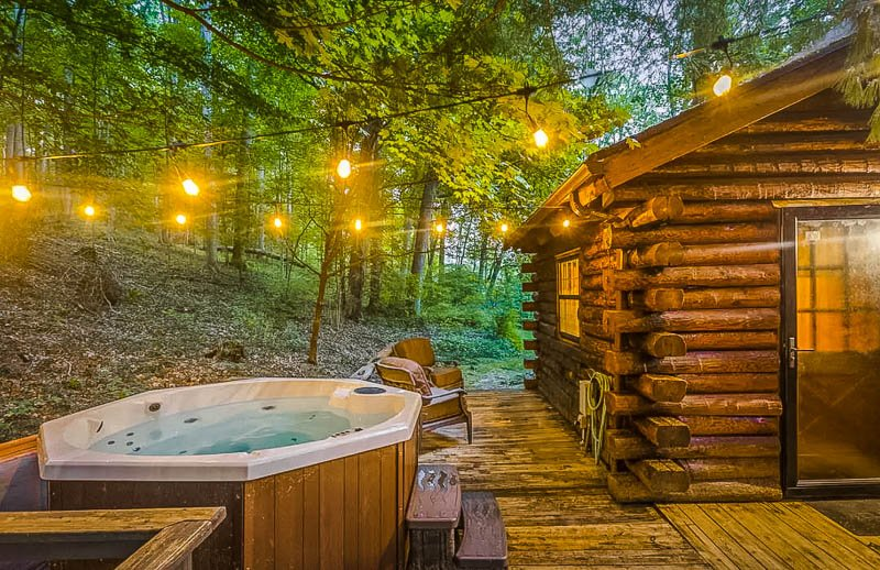 This cozy cabin with a hot tub is among the most romantic Airbnbs in the Midwest