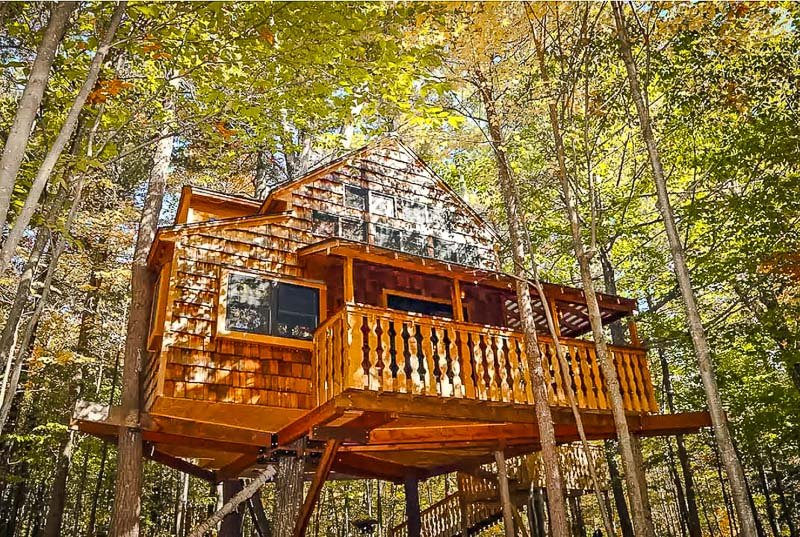 This rental is among the best Airbnb treehouses in New England.