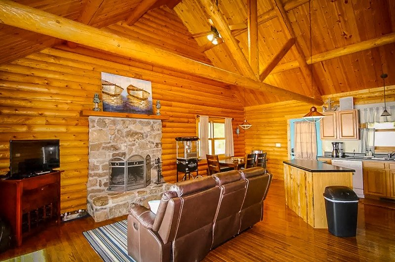 Log cabin Airbnb on Lake of the Ozarks
