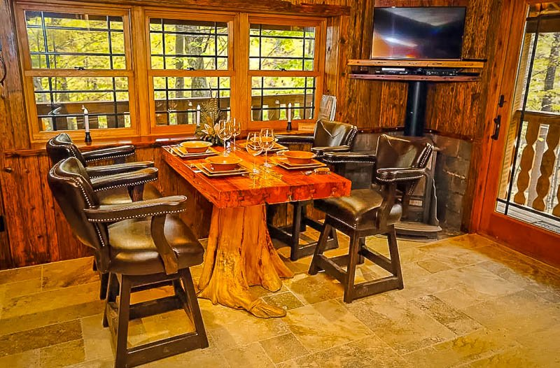 Cozy dining table made from a tree stump