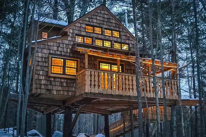 This Airbnb treehouse rental makes for the perfect winter getaway