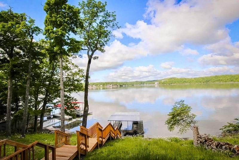 Idyllic lakeside setting