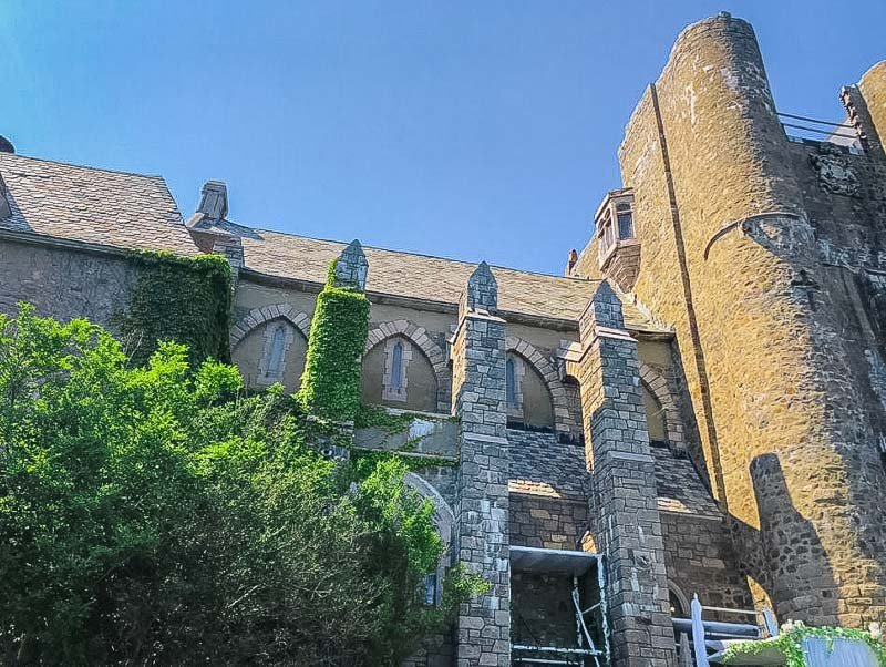 Hammond Castle looks like it belongs in Europe rather than New England! It's one of the most unique places to visit in New England.
