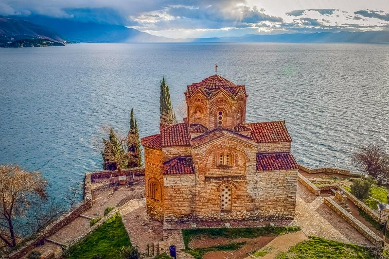St. John the Theologian (Kaneo) in Ohrid with lake and mountain views.