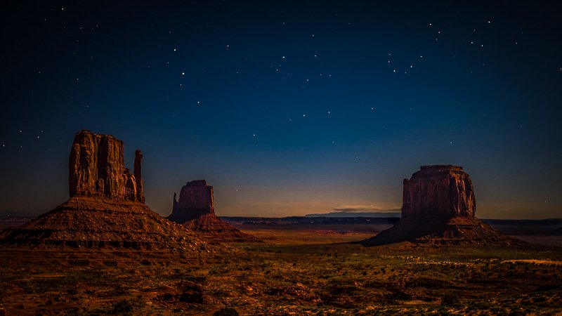 Stargazing in Monument Valley