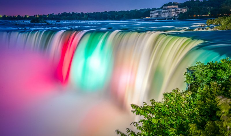 Niagara Falls lit up at night is a magical sight. This is definitely one of the most interesting facts about Niagara Falls