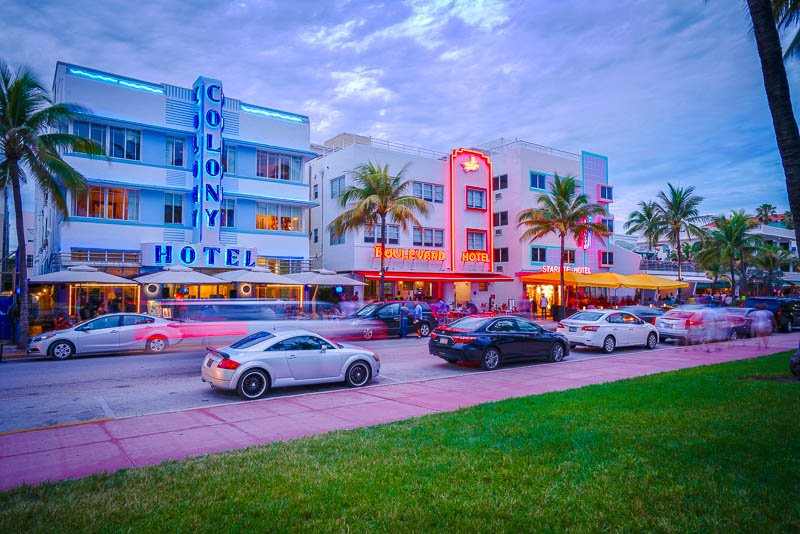 South Beach is the pulse of Miami's nightlife. This city is among the best places to visit in South Florida