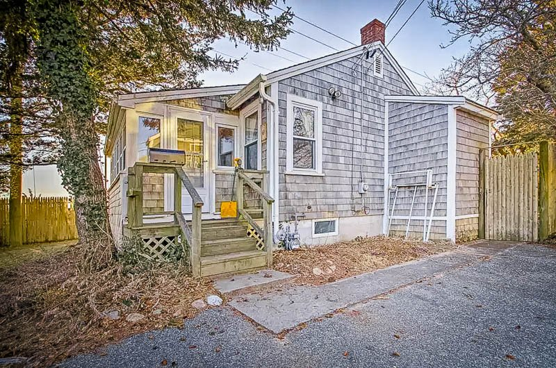 A cozy Cape Cod home in an excellent location