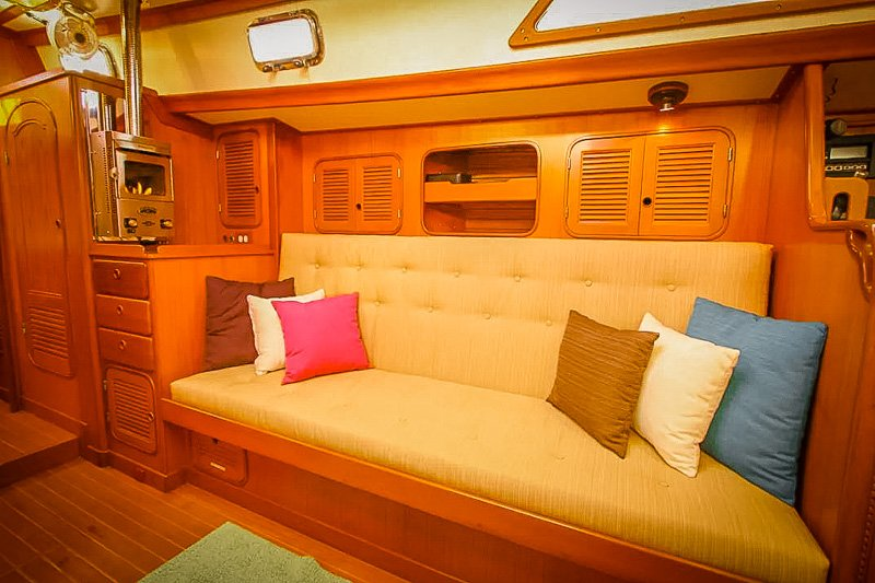 Comfortable saloon aboard the houseboat Airbnb.