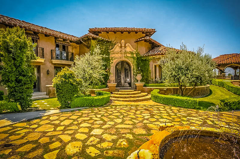 One of the most luxurious Airbnb mansions in California.