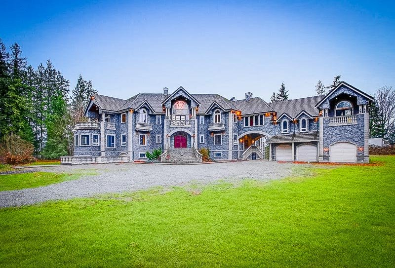 Luxury Airbnb mansion and castle for rent in Washington