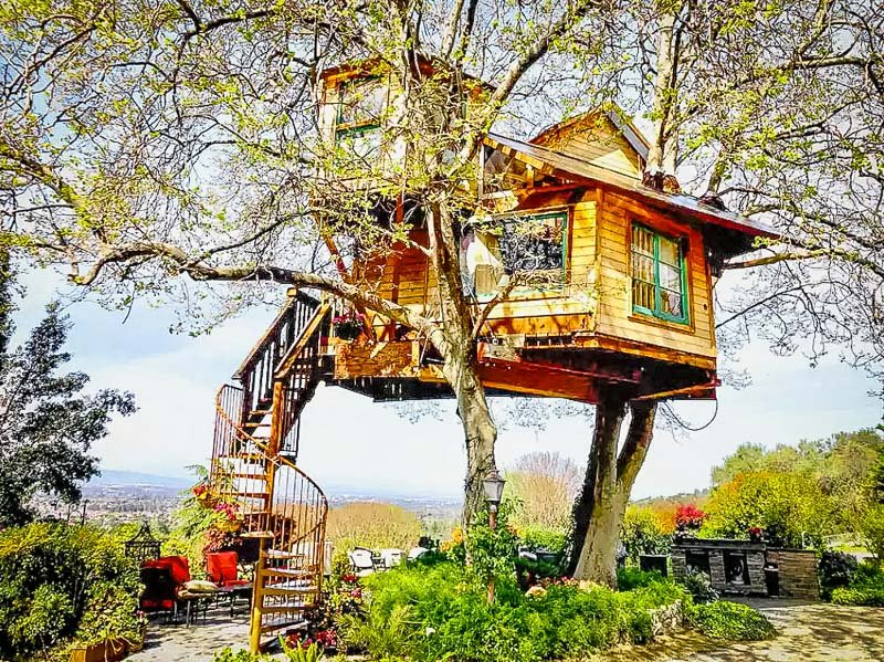 A California treehouse rental like no other.
