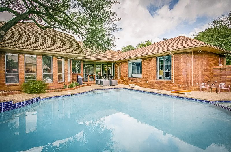 A unique Airbnb mansion in Dallas, Texas.