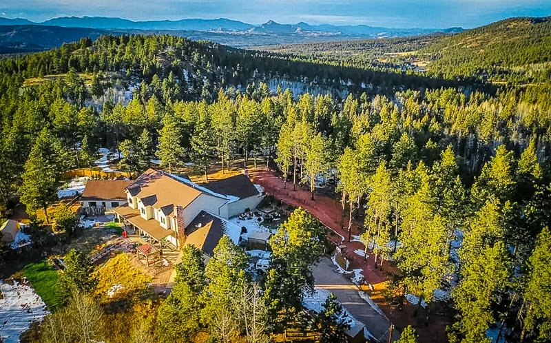 A secluded Airbnb mansion in Colorado