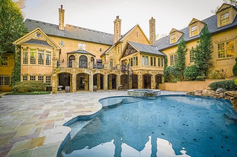 An elegant mansion close to Atlanta, Georgia