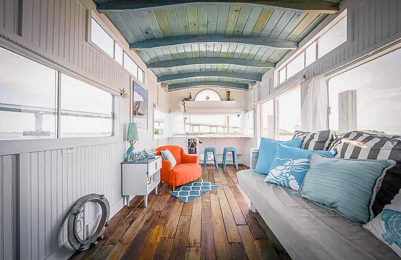 A unique houseboat rental in South Carolina