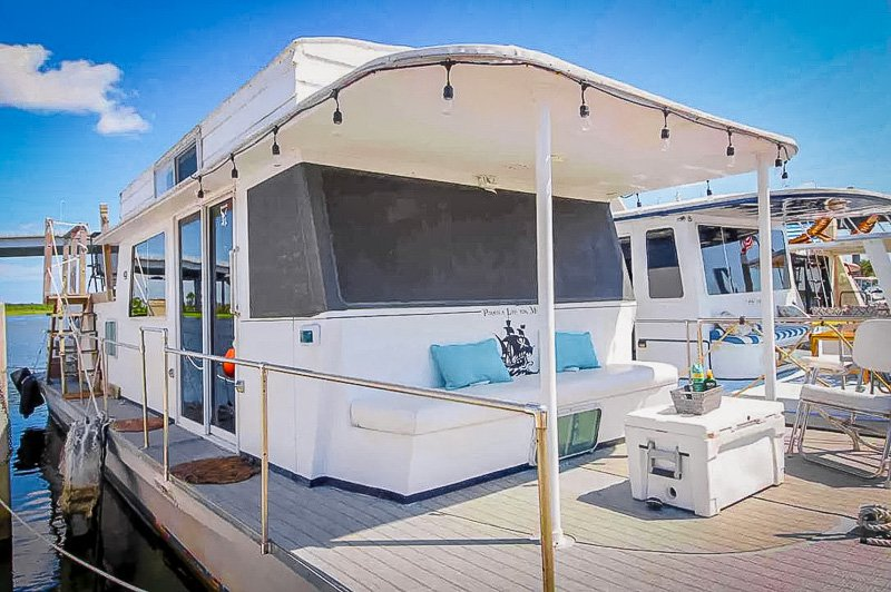 One of the best houseboat Airbnbs in the US.