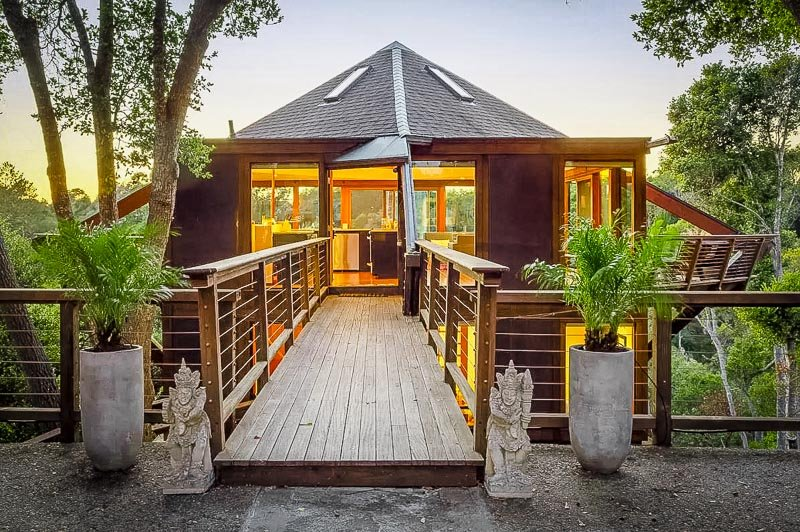 One of the most luxurious Airbnb treehouses in California