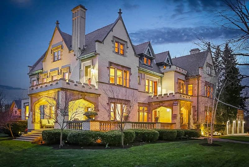A unique Airbnb mansion in Chicago, Illinois.