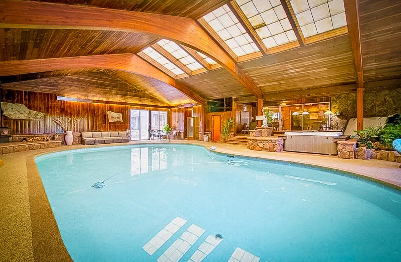 An accommodation in Estes Park, Colorado with a private pool.