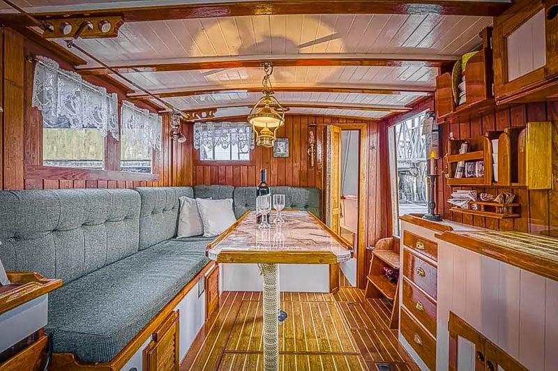 Beautiful houseboat Airbnb in Washington.