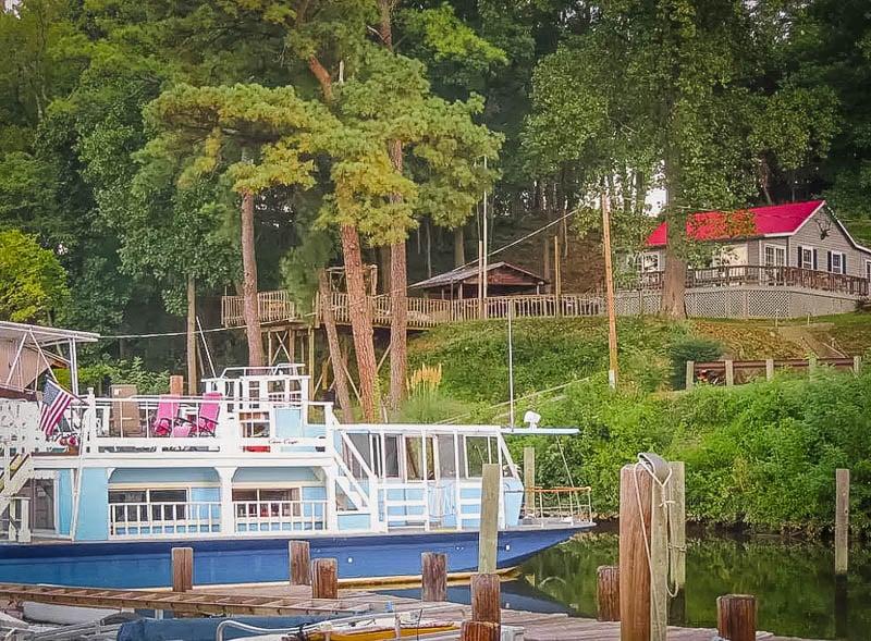 A quaint Airbnb houseboat rental in Virginia.
