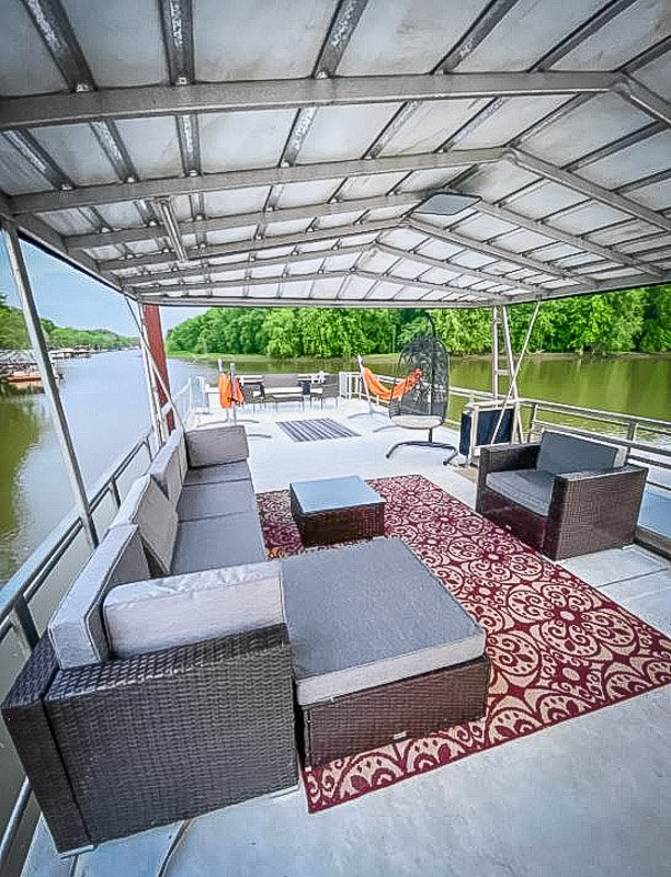 One of the coolest Midwest Airbnbs is found in Illinois.
