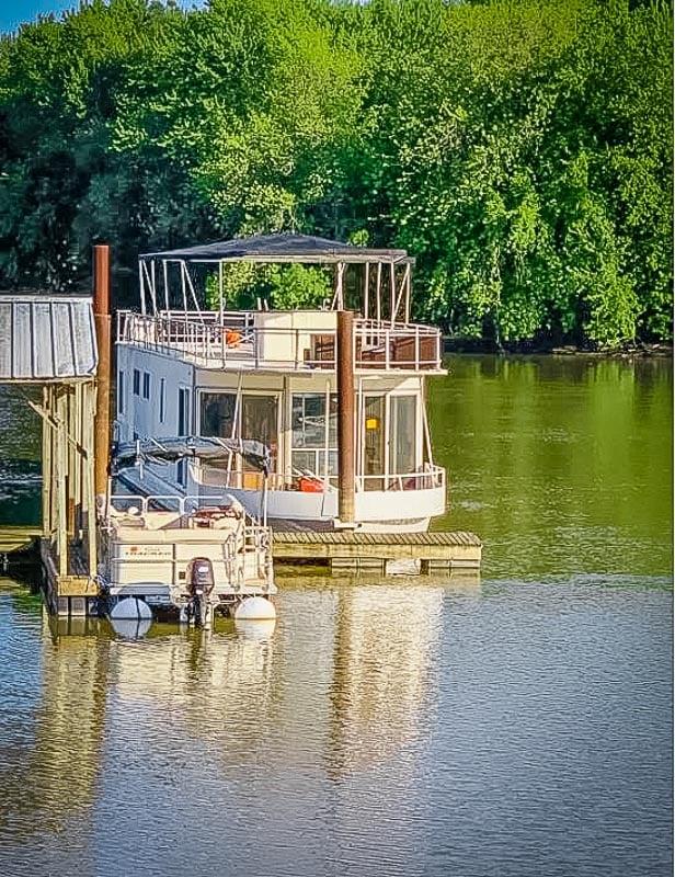 Unique boat rental on the Mississippi River