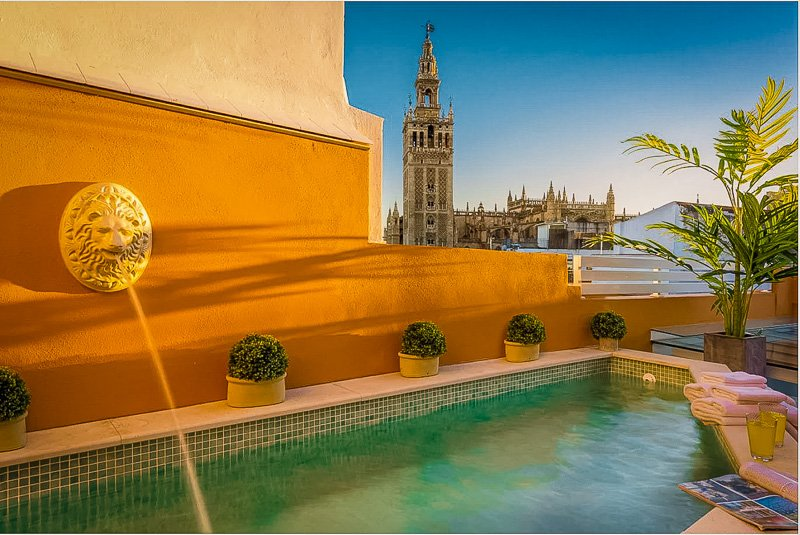 This Sevilla home for rent offers unparalleled views of the cityscape