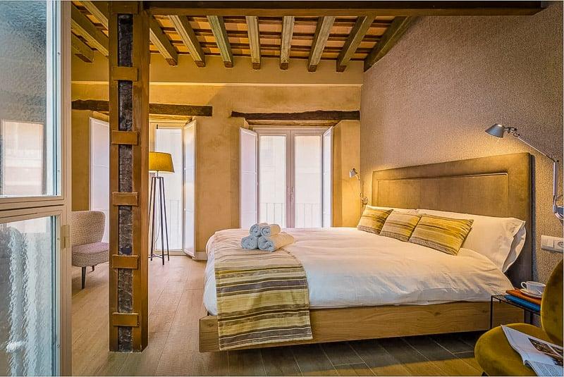 Cozy master bedroom in a modern Sevilla Airbnb rental