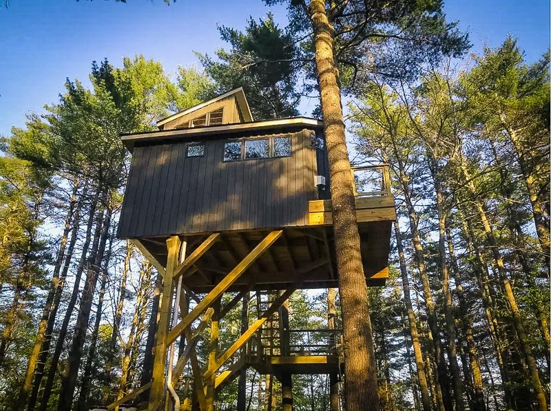 Unique Airbnb treehouse for rent in Maine