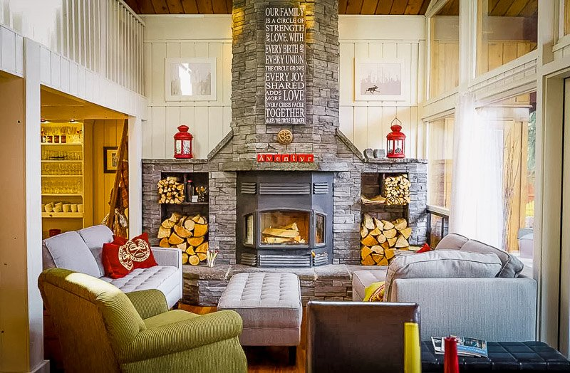 Indoor fireplace with cozy décor