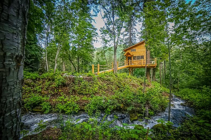 Washington Airbnb treehouse on a creek