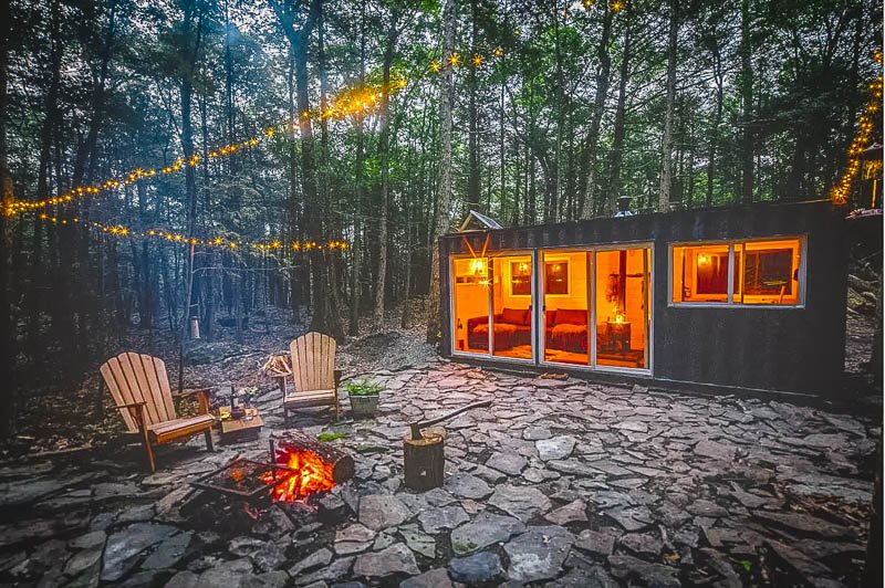 This tiny cabin in the Catskills is popular during all times of year