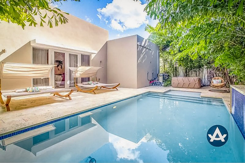 A beautiful mansion Airbnb Miami