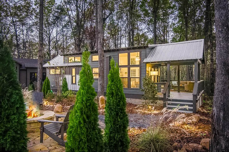 Tiny home for rent in the woods