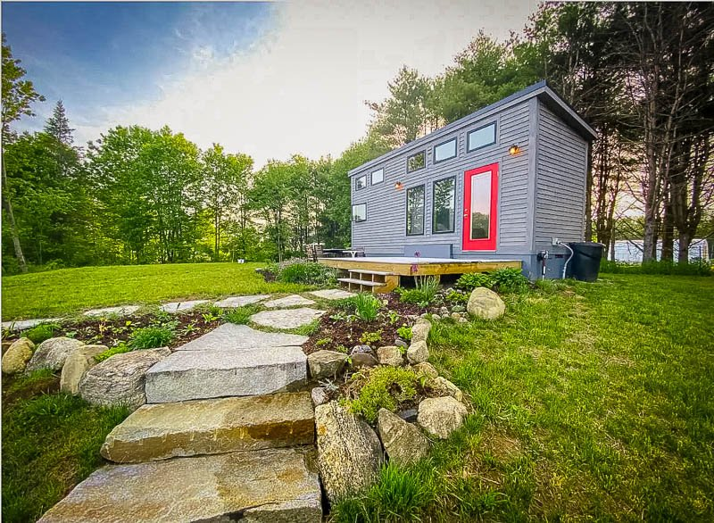 Unique tiny house for rent in Maine