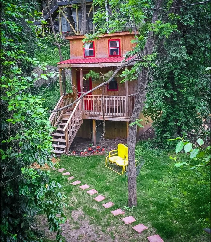 Tiny treehouse style accommodation in Missouri