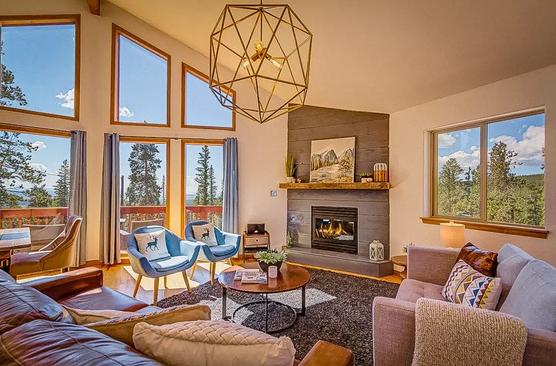 Lodge-style Airbnb in the Rocky Mountains