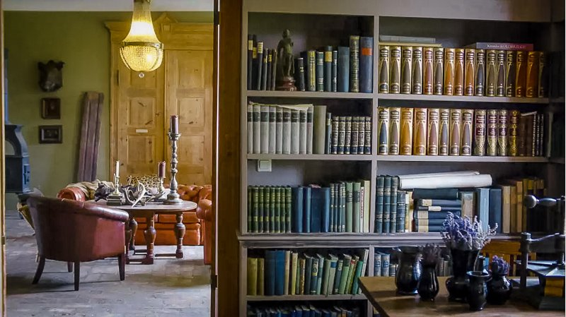 A top notch vacation rental with a library