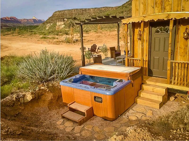 Hot tub overlooking the desert