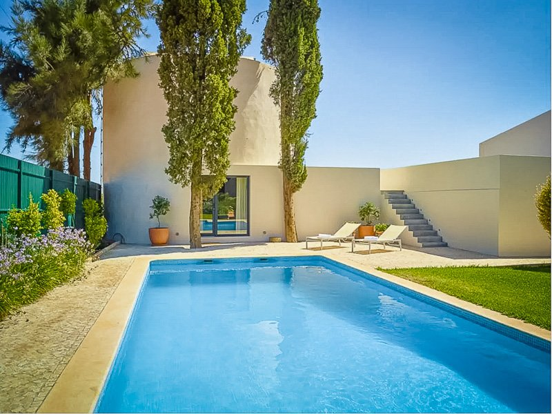 A romantic vacation rental in Portugal with private pool